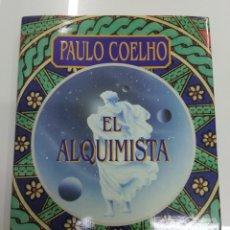 Libros de segunda mano: EL ALQUIMISTA PAULO COELHO OBELISCO EDICIÓN ILUSTRADA CARTONÉ PRIMERA EDICION NUEVO. Lote 224203203