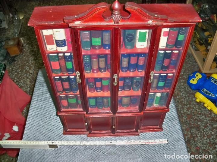Libros de segunda mano: Coleccion de 59 libros miniatura de Planeta Agostini con vitrina expositor - Foto 2 - 227775390