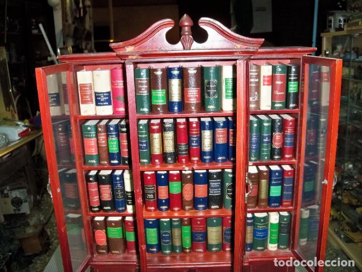 Libros de segunda mano: Coleccion de 59 libros miniatura de Planeta Agostini con vitrina expositor - Foto 8 - 227775390