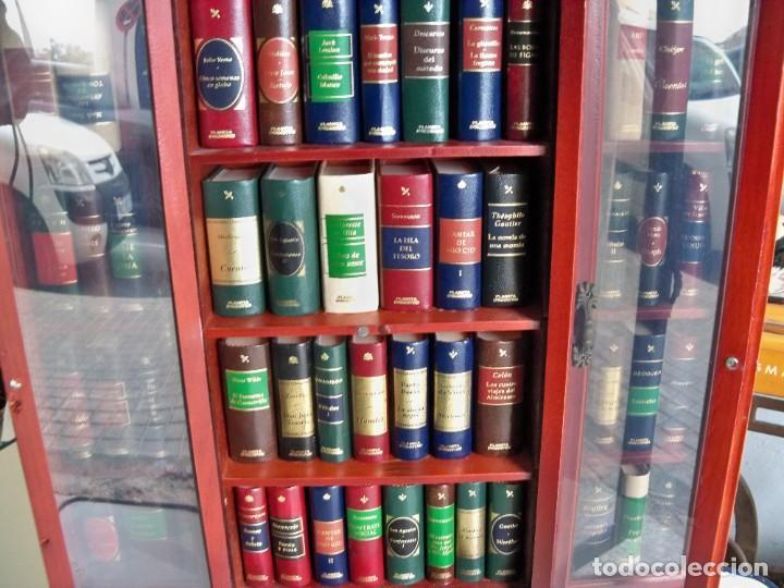 Libros de segunda mano: Coleccion de 59 libros miniatura de Planeta Agostini con vitrina expositor - Foto 16 - 227775390