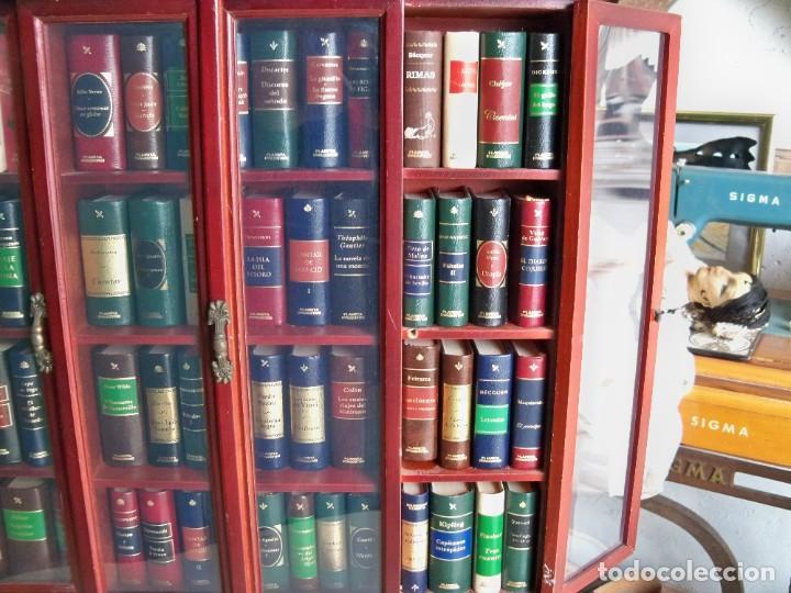 Libros de segunda mano: Coleccion de 59 libros miniatura de Planeta Agostini con vitrina expositor - Foto 18 - 227775390