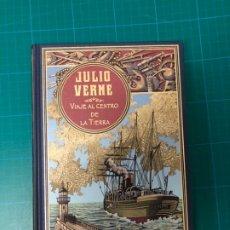 Libros: VIAJE AL CENTRO DE LA TIERRA JULIO VERNE RBA EDICIÓN TAPA DURA LUJO. Lote 238023850