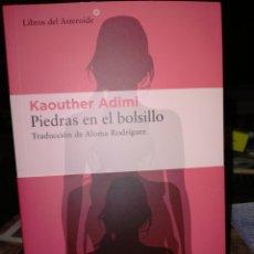 Livres: KAOUTHER ADIMI. PIEDRAS EN EL BOLSILLO .LIBROS DEL ASTEROIDE. Lote 242423870