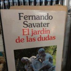 Libros: EL JARDIN DE LAS DUDAS - FERNANDO SAVATER. Lote 270348483