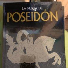 Libros: COLWCCION MITOLOGÍA GREDOS LA FURIA DE POSEIDÓN - NUEVO. Lote 289836733