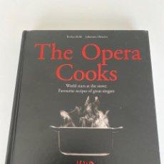 Libros: THE OPERA COOKS. WORLD STARS AT THE STOVE.VER FOTOS (3,33 ENVIRO CERTIFICADO). Lote 259902340