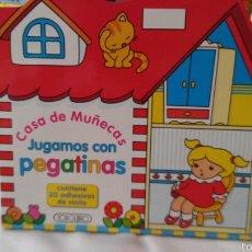 Livros: CASA DE MUÑECAS JUGAMOS CON PEGATINAS VINILO.TODOLIBRO 90S.NUEVO.. Lote 70115055