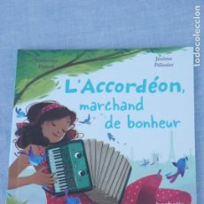 Libros: LIBRO INFANTIL FRANCÉS L'ACCORDÈON, MARCHAND DE BONHEUR, KATHERINE PANCOL Y JÈRÔME PÈLISSIER. Lote 178948905