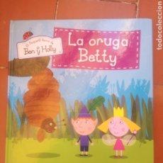 Libros: EL PEQUEÑO REINO DE BEN Y HOLLY, LA ORUGA BETTY. Lote 222885027