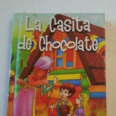 Livres: MINILIBRO CUENTO LA CASITA DE CHOCOLATE MINIESCOGIDOS SERVILIBRO EDICIONES. Lote 227078745