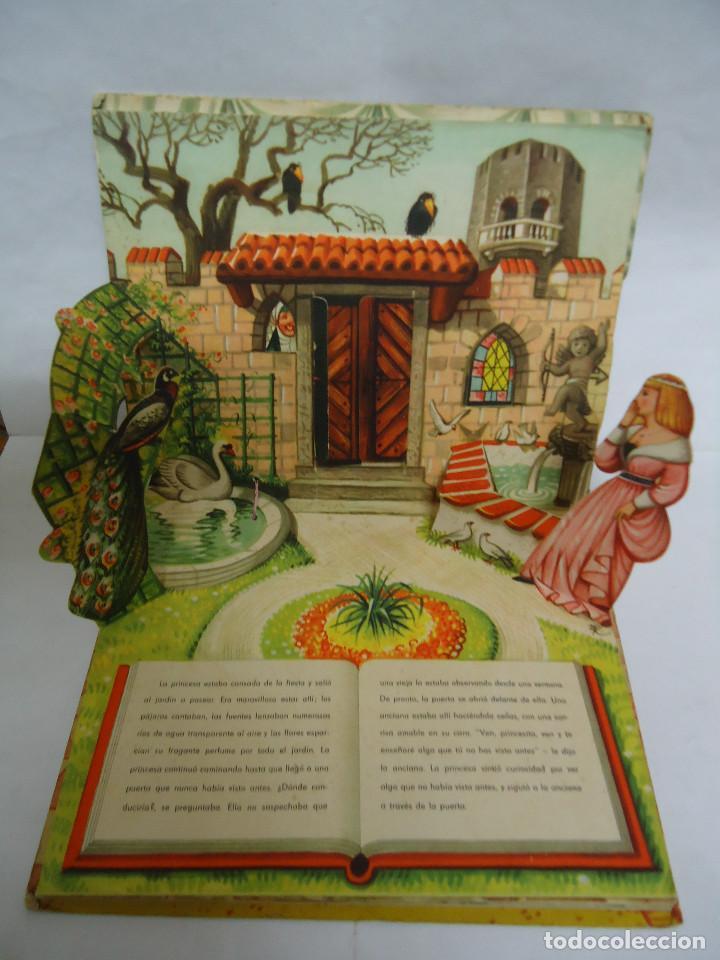 Libros: ANTIGUO CUENTO DE LA BELLA DURMIENTE DEL AÑO 1960 CON 8 DIORAMAS. INGLES PERO EN CASTELLANO. RARO - Foto 3 - 235700555