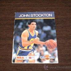 Coleccionismo deportivo: MINI LIBRO COLECCIONISMO ORIGINAL DE LA NBA JOHN STOCKTON DE UTAH JAZZ ORIGINAL AMERICANO. Lote 26347874