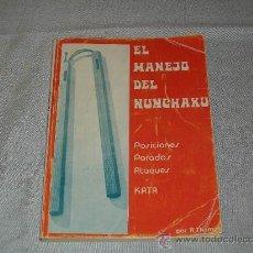 Coleccionismo deportivo: ARTES MARCIALES - EL MANEJO DEL NUNCHAKU - POSICIONES PARADAS ATAQUES KATA - ED. ALAS - R. THOMAS. Lote 42749386