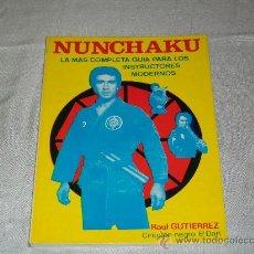 Coleccionismo deportivo: ARTES MARCIALES - NUNCHAKU - LA MAS COMPLETA GUIA PARA LOS INSTRUCTORES MODERNOS - ED. ALAS 1985. Lote 42749387