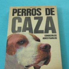 Coleccionismo deportivo: PERROS DE CAZA. CONOCERLOS. ADIESTRARLOS. FRITZ HUMEL. Lote 31926008
