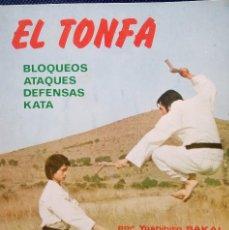 Coleccionismo deportivo: EL TONFA BLOQUEOS- ATAQUES- DEFENSAS- KATA- AÑO 1976. Lote 74198691