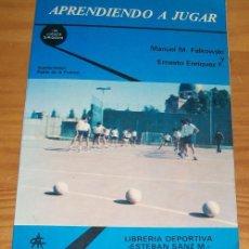 Coleccionismo deportivo: APRENDIENDO A JUGAR, MANUEL M. FALKOWSKI, ERNESTO ENRIQUEZ F. LIBRERIA DEPORTIVA ESTEBAN SANZ M 1980. Lote 88825164