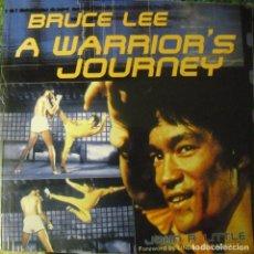 Coleccionismo deportivo: BRUCE LEE - LIBRO ''A WARRIOR'S JOURNEY'' (2001). Lote 98516735
