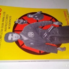 Coleccionismo deportivo: NUNCHAKU-LA MAS COMPLETA GUIA PARA LOS INSTRUCTORES MODERNOS-RAÚL GUTIÉRREZ-ARTES MARCIALES . Lote 104322959