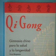 Coleccionismo deportivo: QI GONG (GIMNASIA CHINA PARA LA SALUD Y LA LONGEVIDAD) - YVES REQUENA - 1999 (EN MUY BUEN ESTADO). Lote 115780663