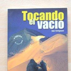 Coleccionismo deportivo: JOE SIMPSON - TOCANDO EL VACÍO - DESNIVEL. Lote 130564150