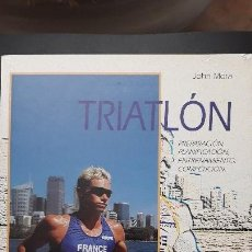 Coleccionismo deportivo: 1 LIBRO DE ** TRIATLON ** JOHN MORA AÑO 2001 HISPANO EUROPEA REGLAMENTO ... Lote 147927774
