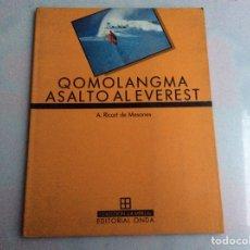 Coleccionismo deportivo: QOMOLANGMA ASALTO AL EVEREST / A. RICART DE MESONES ( EDICION EN ESPAÑOL ) ALPINISMO. Lote 150418110