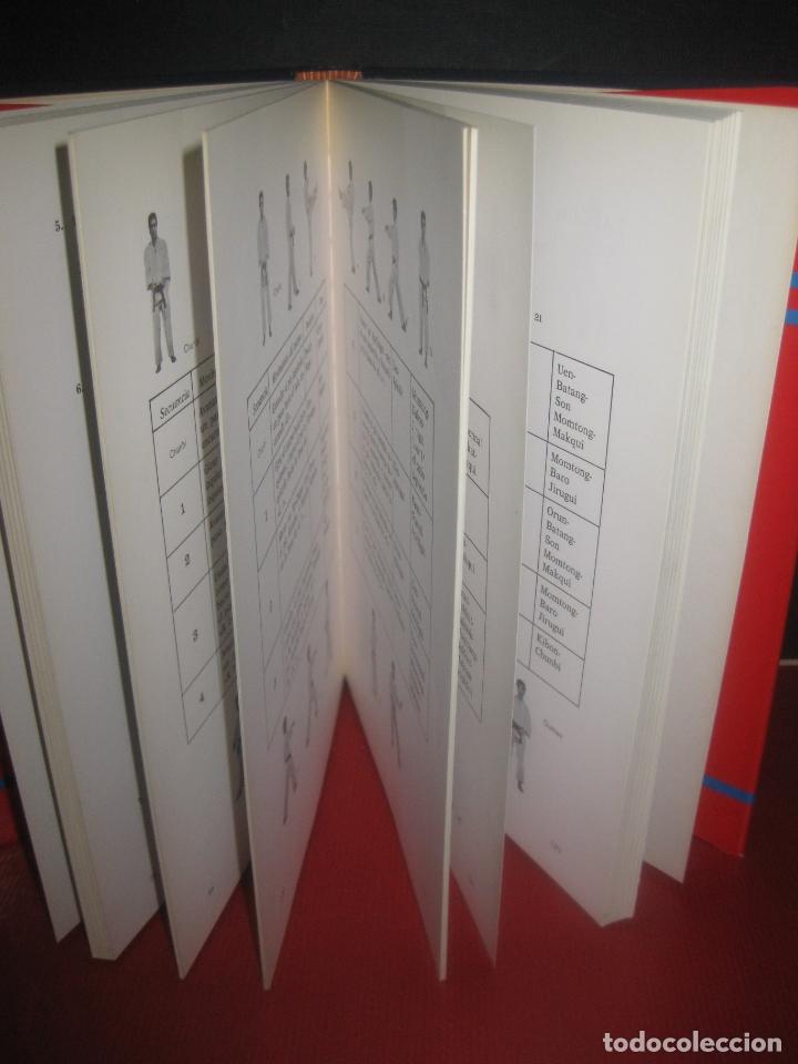 Coleccionismo deportivo: TAE KWON-DO. NUEVOS PUMSE. LIBRO OFICIAL DE LA FEDERACION MUNDIAL DE TAE KWON-DO. 1977. - Foto 2 - 165615718