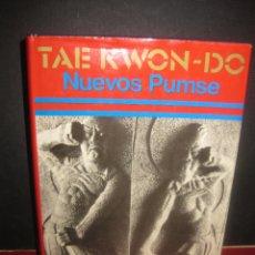 Coleccionismo deportivo: TAE KWON-DO. NUEVOS PUMSE. LIBRO OFICIAL DE LA FEDERACION MUNDIAL DE TAE KWON-DO. 1977.. Lote 165615718