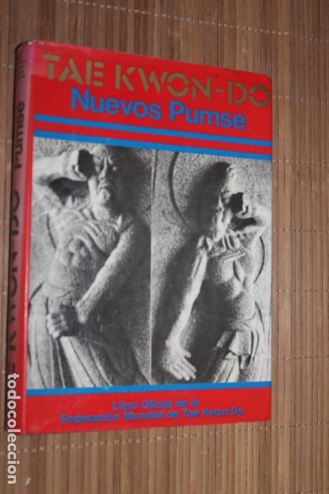 TAE KWOND-DO, NUEVOS PUMSE, LIBRO OFICIAL DE LA FEDERACION MUNDIAL DE TAE KWOND-DO. 1977 (Coleccionismo Deportivo - Libros de Deportes - Otros)