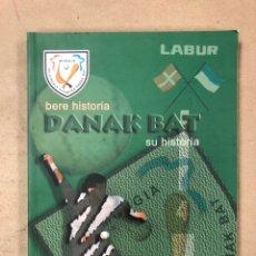 Coleccionismo deportivo: BERE HISTORIA - DANAK BAT - SU HISTORIA. MUNGIA PELOTAZALE ALKARTEA DANAK BAT. ED. AYUNTAMIENTO MUNG. Lote 168054582