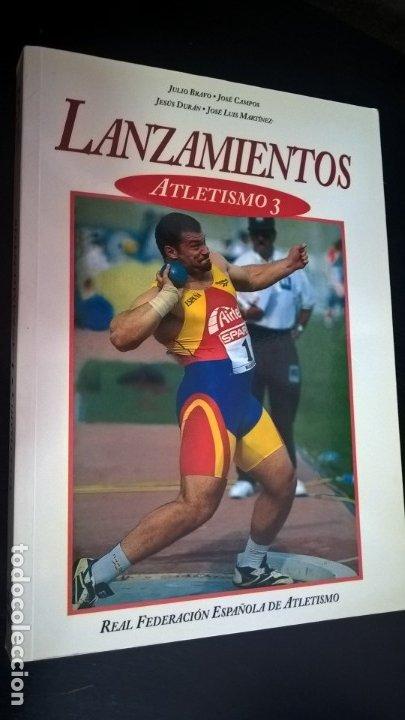 Coleccionismo deportivo: ATLETISMO: VOL I (CARRERAS Y MARCHA) - VOL 2 (VERTICALES) -VOL 3 (LANZAMIENTOS). JULIO BRAVO. - Foto 6 - 176728103