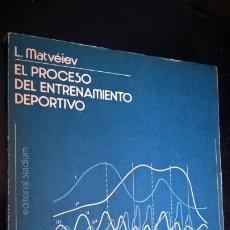 Coleccionismo deportivo: EL PROCESO DEL ENTRENAMIENTO DEPORTIVO. L. MATVEIEV. EDITORIAL STADIUM BUENOS AIRES, ARGENTINA 1980.. Lote 176928783