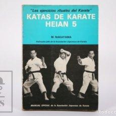 Collezionismo sportivo: LIBRO KATAS DE KARATE HEIAN 5, M. NAKAYAMA - MANUAL OFICIAL ASOCIACIÓN JAPONESA KARATE - FHER, 1975. Lote 178029459