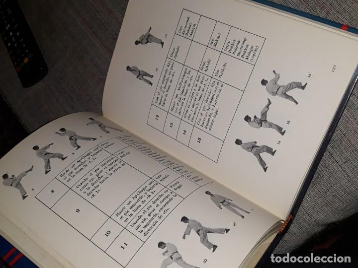 Coleccionismo deportivo: TAEKWON-DO NUEVOS PUMSE / FEDERACIÓN MUNDIAL DE TAE KWON-DO / CHOI WON CHUL / 1977 - Foto 2 - 178095858