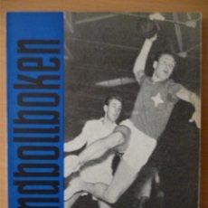 Coleccionismo deportivo: HANDBOLLBOKEN 1955. Lote 182179612