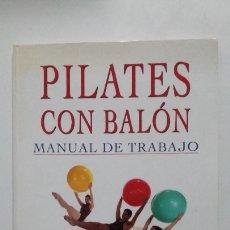 Coleccionismo deportivo: PILATES CON BALÓN MANUAL DE TRABAJO: GUÍA ILUSTRADA PASO A PASO. - ELLIE HERMAN. TDK405. Lote 182991351