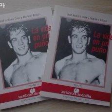 Coleccionismo deportivo: PERICO FERNÁNDEZ. LA VIDA EN UN PUÑO I Y II. Lote 184443767