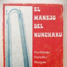 Coleccionismo deportivo: EL MANEJO DEL NUNCHAKU - PARADAS ATAQUES KATA - 1974 - R. THOMAS. Lote 196880333