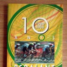 Coleccionismo deportivo: 10 ANYS PEDALANT, 1985-1994 - PENYA CICLISTA ALTAFULLA. Lote 198511458