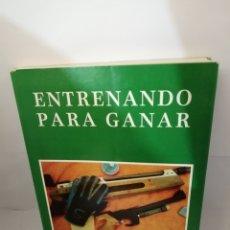 Coleccionismo deportivo: ENTRENANDO PARA GANAR DE ISAÍAS DE LA PEÑA BALBUENA Y ANDRÉS MARTÍNEZ SUTIL. Lote 206558391
