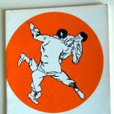 Coleccionismo deportivo: LIBRO DE KUNG-FÚ - ARTES MARCIALES - KÁRATE - EXPLICACIÓN LLAVES - EDITORIAL DEMIGUEL AÑO 1977. Lote 211702938