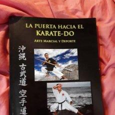 Coleccionismo deportivo: LA PUERTA HACIA EL KARATE - DO (ARTE MARCIAL Y DEPORTE), DE VICTOR LOPEZ. EXCELENTE ESTADO. ESCASO.. Lote 211668409