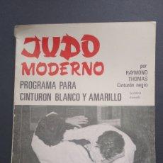 Coleccionismo deportivo: JUDO MODERNO PROGRAMA CINTURÓN BLANCO Y AMARILLO RAYMOND THOMAS CINTURÓN NEGRO. Lote 221836435