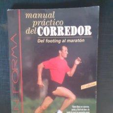 Coleccionismo deportivo: MANUAL PRÁCTICO DEL CORREDOR. DEL FOOTING AL MARATON JOHN HANC TUTOR. Lote 226806755