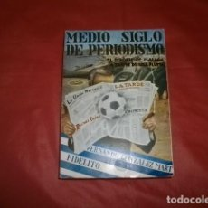 Collezionismo sportivo: MEDIO SIGLO DE PERIODISMO EL DEPORTE DE MÁLAGA A TRAVÉS DE UNA PLUMA - FIDELITO (CON DEDICATORIA). Lote 229979510