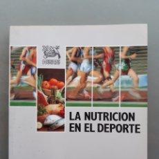 Coleccionismo deportivo: LIBRO DE LA NUTRICION EN EL DEPORTE , AÑO 1989 NESTLE. Lote 238472690