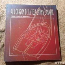 Coleccionismo deportivo: AL CORAZÓN DE LA VELA LATINA, DE FERNANDO ROQUE 1992. EXCELENTE ESTADO. CANARIAS. Lote 240080485
