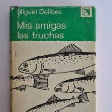 Coleccionismo deportivo: MIS AMIGAS LAS TRUCHAS DEL BLOCK DE NOTAS DE UN PESCADOR DE RIBERA - MIGUEL DELIBES - DIARIO PESCA. Lote 257657940