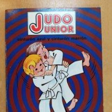 Collectionnisme sportif: JUDO JUNIOR, CINTURÓN AZUL Y CINTURÓN MARRÓN / VICTOR M. GASPAR / FHER. 1981. Lote 258968385